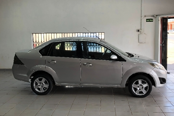 Ford - Fiesta Sedan - Tropical Multimarcas