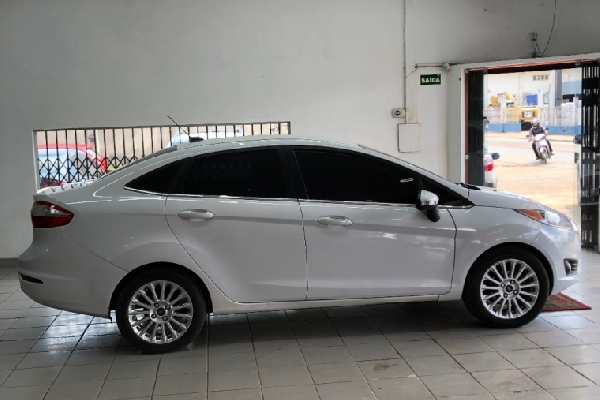 Ford - New Fiesta - Tropical Multimarcas